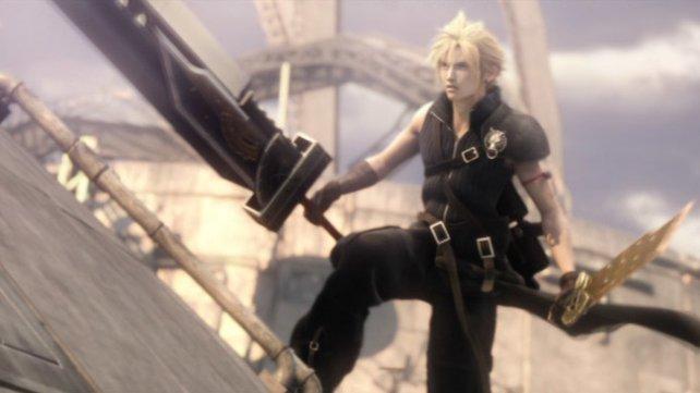 Final Fantasy - Advent Children: Schaut euch  mal das Schwert an und werft dann einen Blick auf Clouds Oberarm.