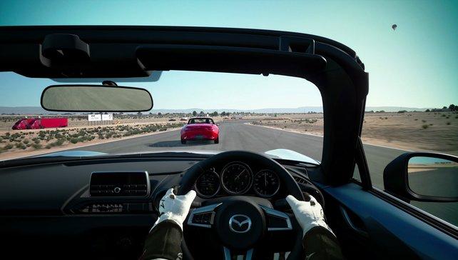 Auf dem amerikanischen Wüstenkurs Willow Springs fährt es sich mit PlayStation VR bereits vorzüglich.