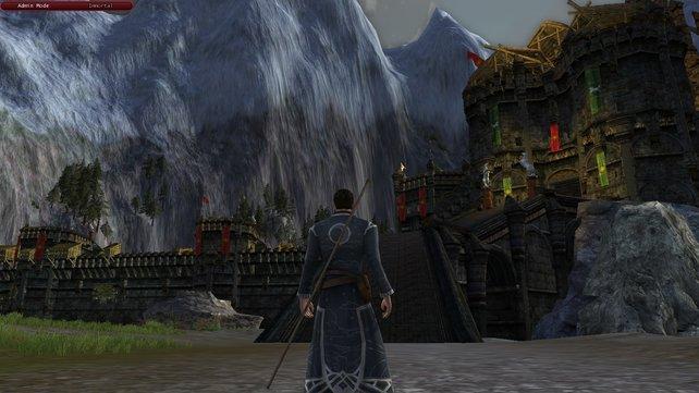 Die Hornburg erhebt sich in riesigem Ausmaß am Rande der Berge. Hier warten später tausende Gegner auf euch.