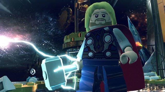 Thor schwingt seinen Hammer.