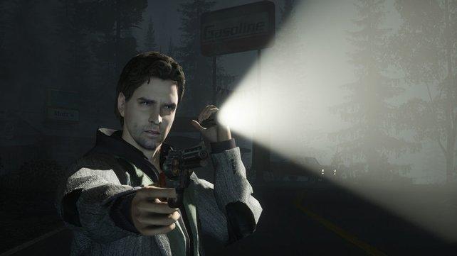 Schriftsteller Alan Wake ist bewaffnet mit einer Taschenlampe gegen fiese Schattenmonster.