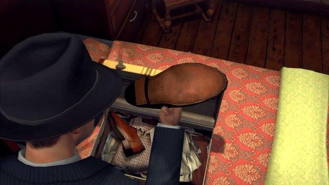 Per Analogstick dreht ihr Objekte und findet die Schuhgröße heraus.