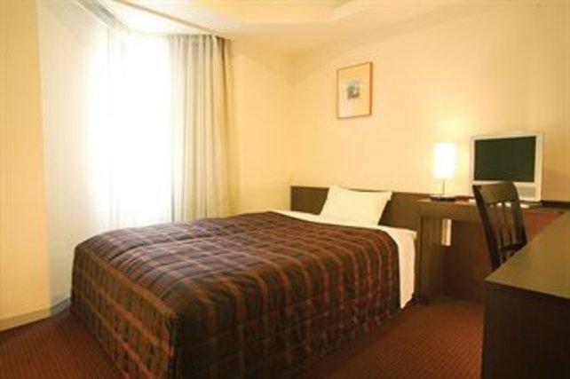 Erschwingliche Hotelzimmer in Tokio sind gepflegt, aber sehr klein.
