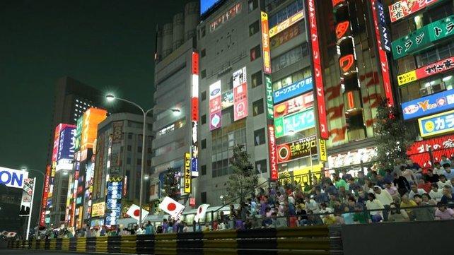 Glitzernde Werbebanden machen den Nachtrennen in Tokyo zu einem Erlebnis.
