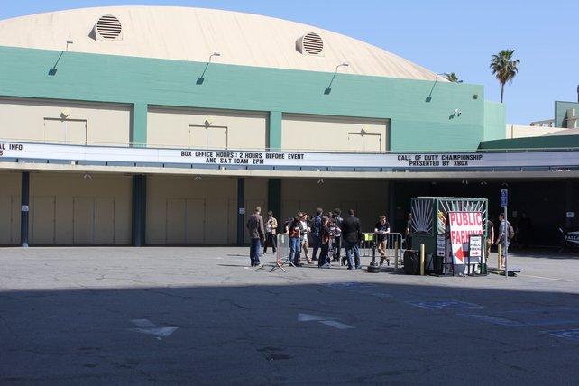 Von außen sieht das Hollywood Palladium unspektakulär aus. Innen geht es jedoch heiß her.