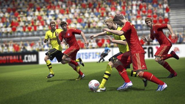 Fifa 14 wartet wie seine Vorgänger mit komplett lizenzierten Mannschaften, Trikots und Spielern samt Originalnamen auf. Die aktuellen Trikots dieser Saison integrieren die Entwickler aktuell noch.