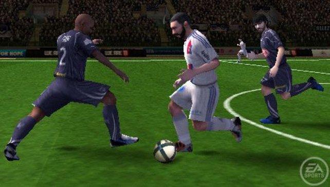 Mitspieler wie Gegner sind in Fifa 11 ziemlich clever.