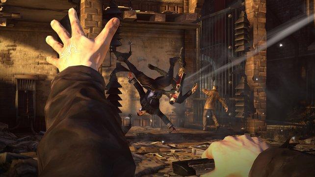 Corvos magische Fähigkeiten helfen ihm im Kampf oder bei Schleich-Passagen.