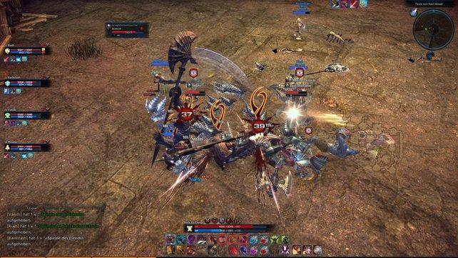 In Online-Rollenspielen schließt ihr euch mit anderen Spielern zusammen, um schwierige Herausforderungen zu meistern.