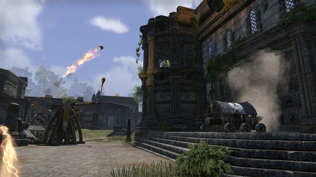 In Cyrodiil kämpft ihr gegen andere Spieler um Burgen und die Kaiserkrone. Die Belagerungsschlachten machen besonders viel Spaß.