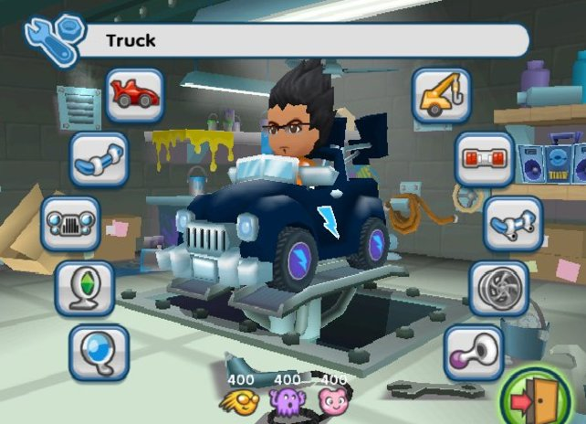 In der Werkstatt: Hier könnt ihr das Aussehen von Sim und Kart verändern.