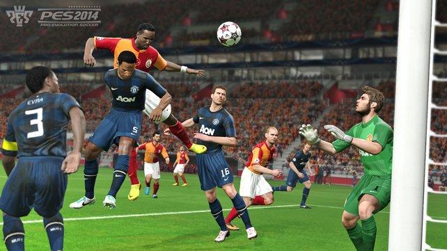 Flanke, Kopfball, Tor! Das gelingt bei PES 2014 vor allem mit kopfballstarken Spielern wie Didier Drogba.