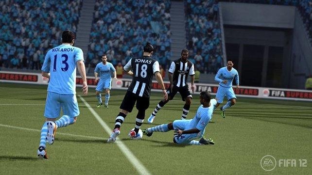 Die Zweikämpfe in Fifa 12 sind dank neuem Kollisionssystem noch realistischer.