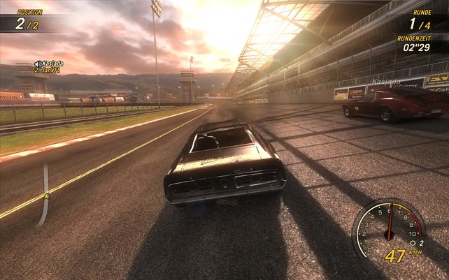 In einem Onlinerennen rasen wir in den schönen Sonnenuntergang.
