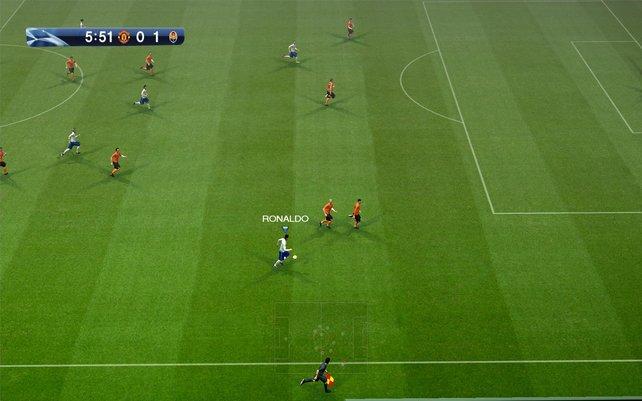 C. Ronaldo flitzt auf der Außenbahn den Verteidigern davon.