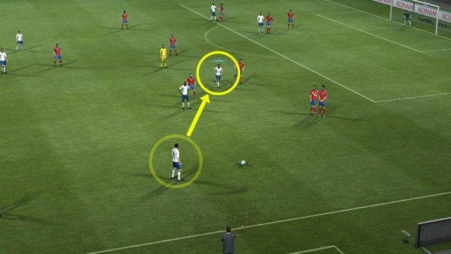 Mitspieler laufen sich in PES 2012 nun aktiv frei.