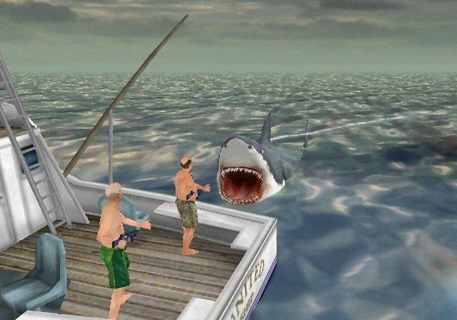 Jaws muss zuerst das Boot durch gezielte Rammattacken zerstören, bevor er fressen kann