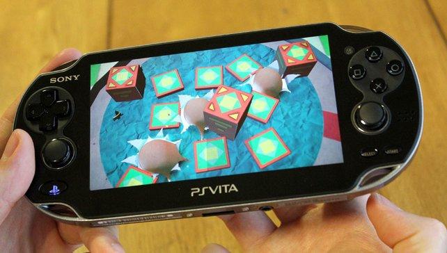 """Dank """"Touchpad"""" an der Rückseite durchbrechen eure Finger die Spielelandschaft."""