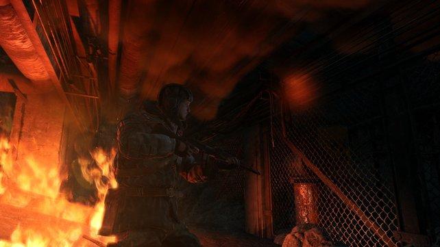 Feuer, Monster und Soldaten: Artjom schwebt ständig in Gefahr.