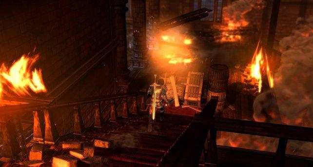 Ihr flieht aus einem brennenden Haus. Dabei greifen euch immer wieder Gegner an.