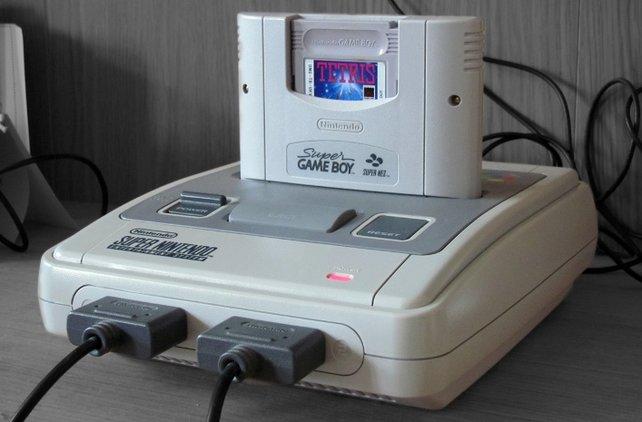 Der Nachfolger für den Super Game Boy erscheint erst 2003 für den GameCube und heißt Game Boy Player. Der spielt auch GBA-Titel ab.