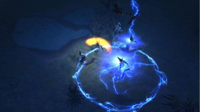 Fiese Gegner in Diablo 3 hauen euch einen Stromschock entgegen. Da steht Ausweichen hoch im Kurs!