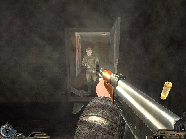 Soldaten durchbrechen eine Tür, wir erwarten sie bereits!