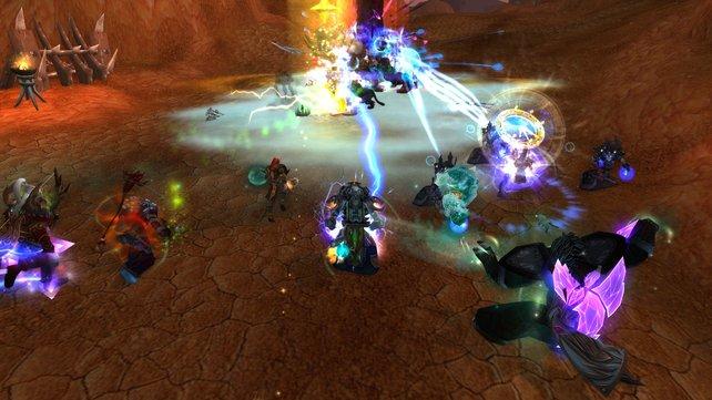 Bevor ihr gegen den Drachen Galakras kämpfen dürft, erledigt ihr zuerst einige Wellen angreifender Orcs, die aus den Toren Orgrimmars gestürmt kommen.