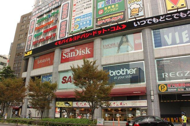 Der gigantische Elektronikmarkt Yodobashi in Akihabara verteilt sich auf neun Etagen.