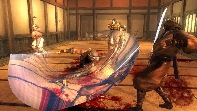 Ryu schlitzt sich durch seine Gegner.