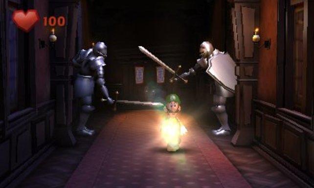 Passt auf, dass die Ritterrüstungen Luigi nicht mit ihren Schwertern erwischen!