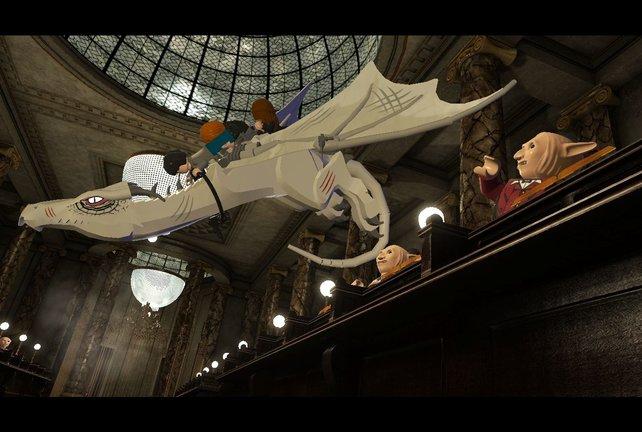 Die Lego-Figuren fügen sich prima in die stimmungsvolle Hogwarts-Atmosphäre ein.