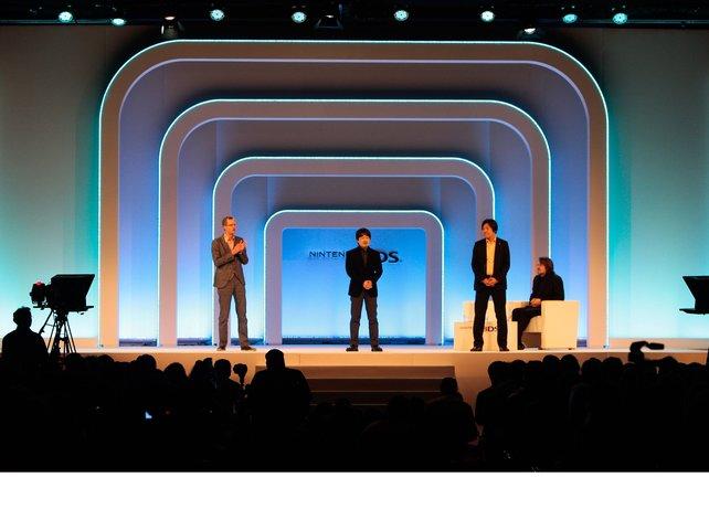 Im Amsterdam stellt Nintendo den 3DS vor. Hier auf der Bühne: zwei Entwickler von Team Ninja.