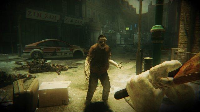 Kaum kommt ein Zombie, kriegt er eine gepaddelt.