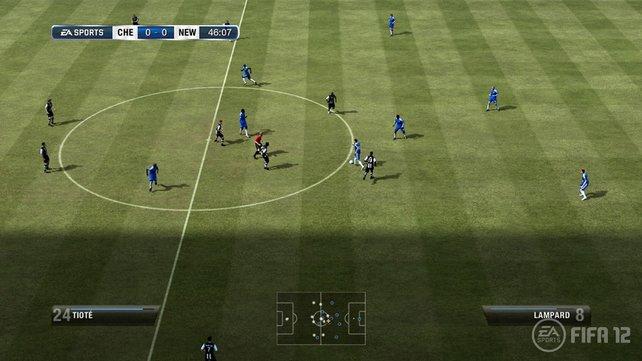 Veränderte Taktikeinstellungen in FIFA wirken sich weniger stark aus als in PES.