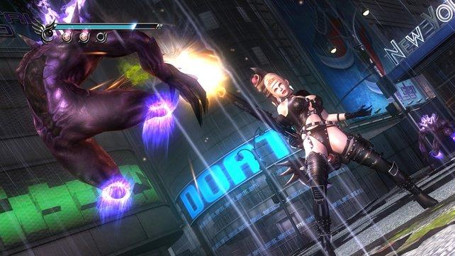 Rachel ballert mit ihrem Maschinengewehr reihenweise Dämonen aus den Latschen (Ninja Gaiden).
