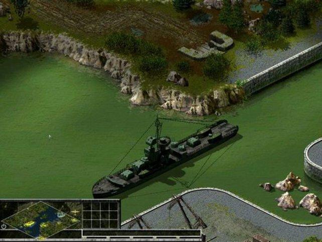 Ein Kriegsschiff liegt im Hafen