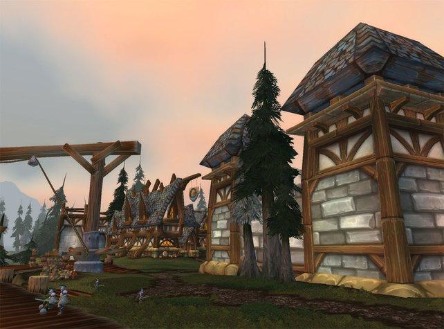 Eine kleine Stadt im heulenden Fjord