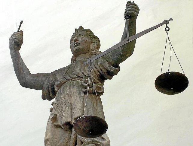 Das Gesetz soll entscheiden, wer im Rechtsstreit als Sieger hervorgeht.
