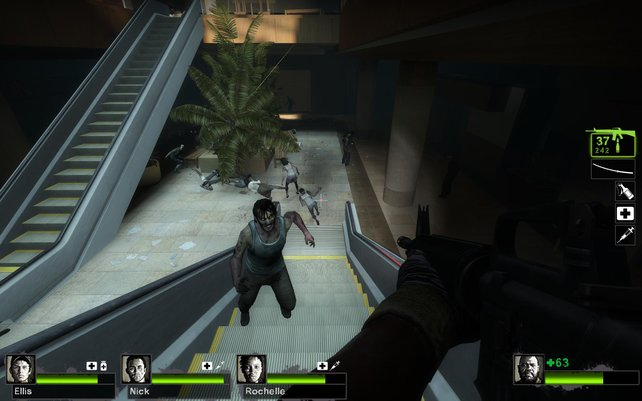 Schnetzelt euch mit bis zu vier Spielern durch die Zombie-Horden von Left 4 Dead 2.