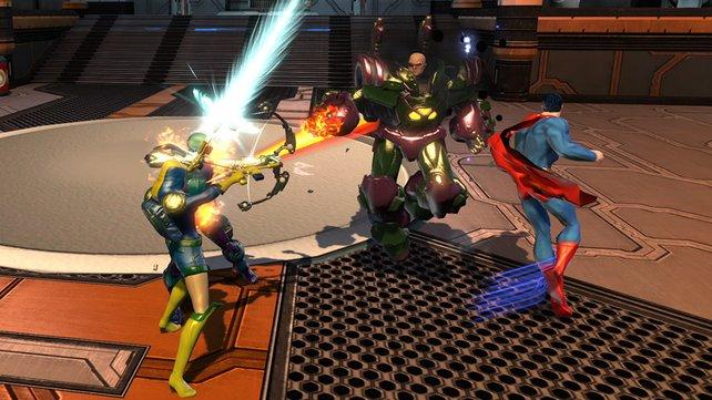 Lex Luthor (Mitte) tritt diesmal nicht nur als Schurke, sondern auch als Retter auf.