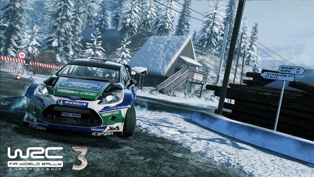 Realitätsnah: Das Fahrverhalten verschlechtert sich auf Schnee und Eis deutlich.