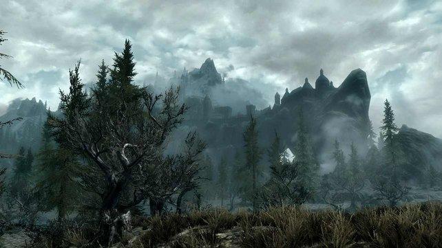 Die meisten Berge könnt ihr erklimmen. Dort warten viele Ruinen auf euch.