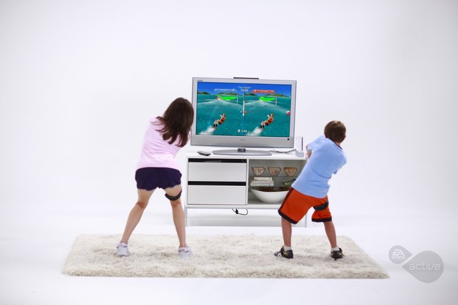Nur wenn ihr mehrere Controller, Flexbänder und Beinschlaufen habt, könnt ihr mit Freunden trainieren.