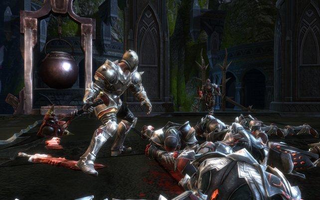 Zu den Aufgaben zählen auch Instanzen. Beispielsweise säubert ihr eine Burg von Feinden.