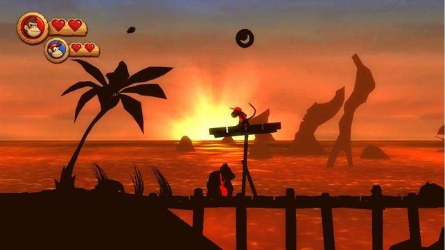 Cooler Effekt: Vor dem Abendrot seht ihr nur die Silhouetten eures Affen-Duos.