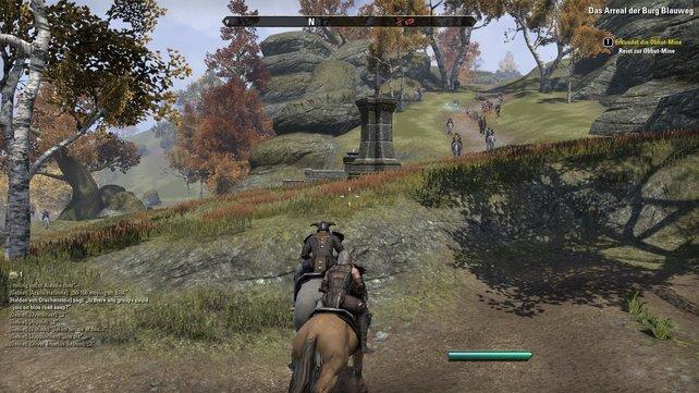 Hier seht ihr eine Gruppe berittener Spieler auf dem Weg zum Schlachtfeld.