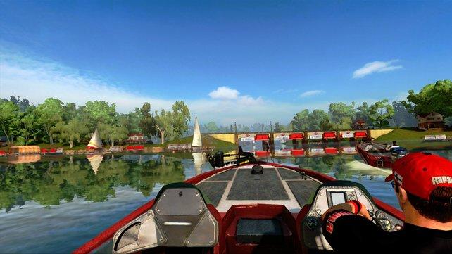 Mit dem Boot gelangt ihr zu den besten Angelplätzen, die eure gesuchte Fischart beherbergen.