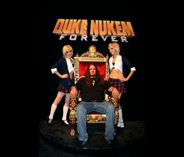 Wird Duke Nukem jemals wieder so cool sein? Moment, da sitzt gar nicht Duke Nukem!