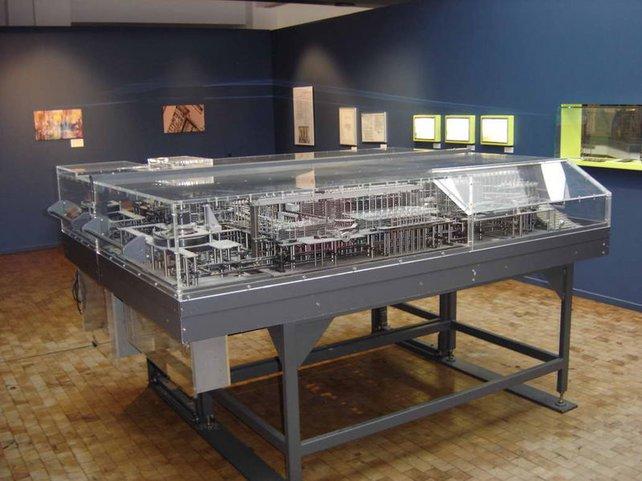 Der Z1 von Konrad Zuse - der erste Computer der Welt. Bild: Nachbau, da der echte Z1 im Krieg zerstört wurde.
